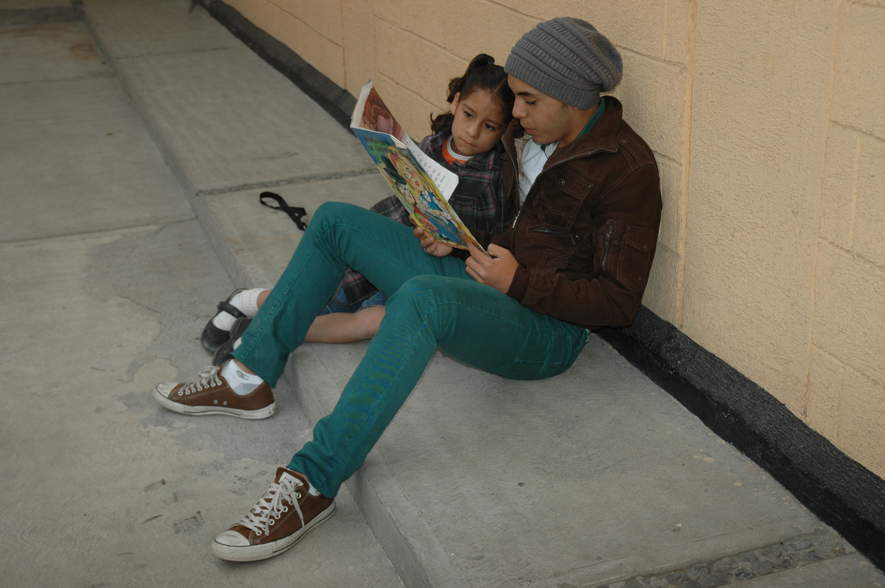 Volunteer reading to a girl at the Casa Hogar de las Ninas in Mexico City